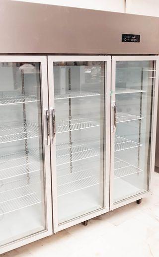 Armario nevera 3 puertas de exposicion bebidas