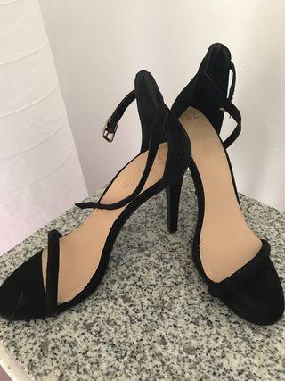 Zapatos stilettos nuevas de ante .núm 37