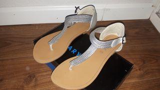 Sandalia color plata chica