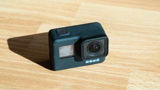 GoPro HERO 7 Black + 3 baterias y accesorios