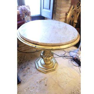 Antigua mesa de mármol y madera policromada oro