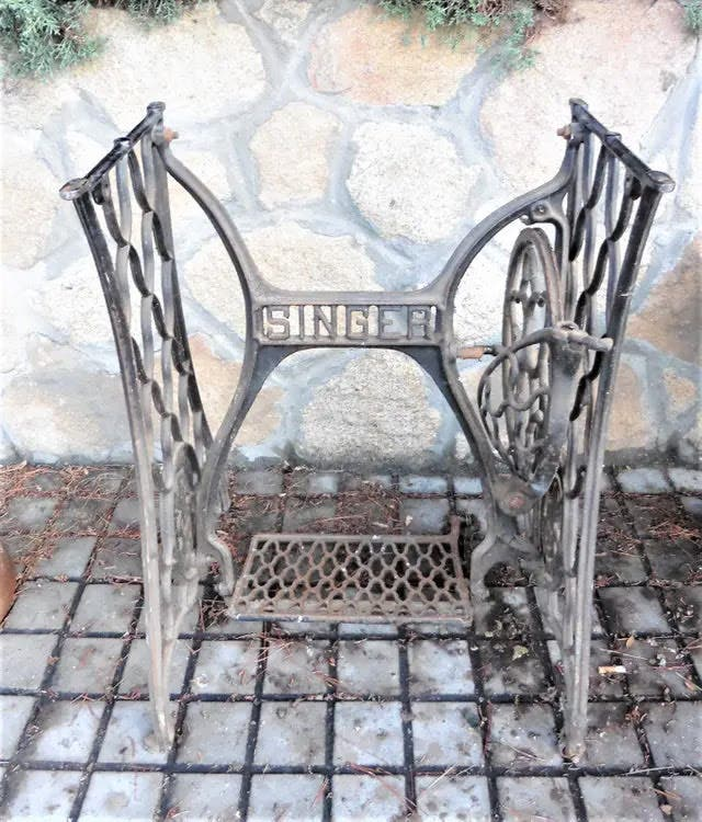 Antiguo pie maquina Singer