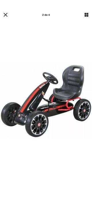 Coche a pedales para niños NUEVO