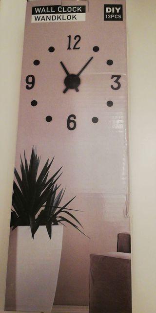 Reloj de pared adhesivo nuevo