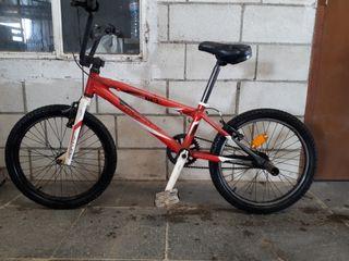 Se vende bicicleta monty