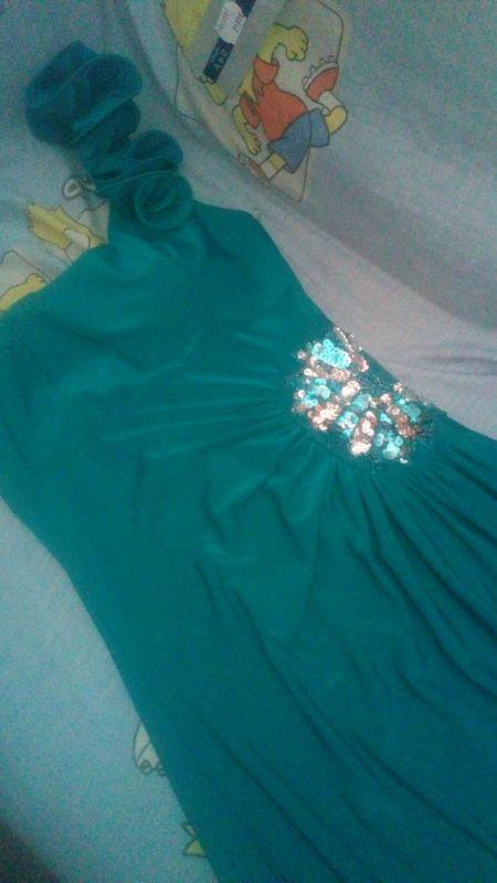 Precioso Vestido Verde Esmeralda Largo De Segunda Mano Por