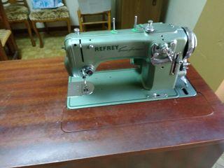 Máquina de coser de segunda mano por 280 € en Valencia en