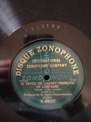 French bande. Disco pizarra gramófono