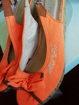 bonitos zapatos de verano a estrenar
