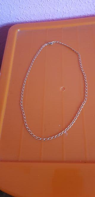 cadena bañada en oro.
