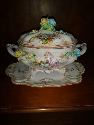 Sopera y centro de mesa de porcelana