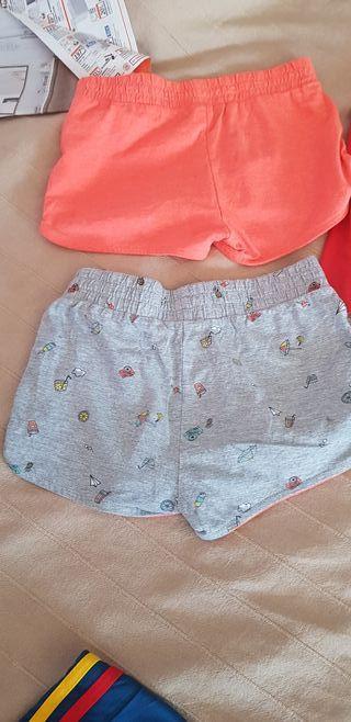 2 pantalones de niña cortitos