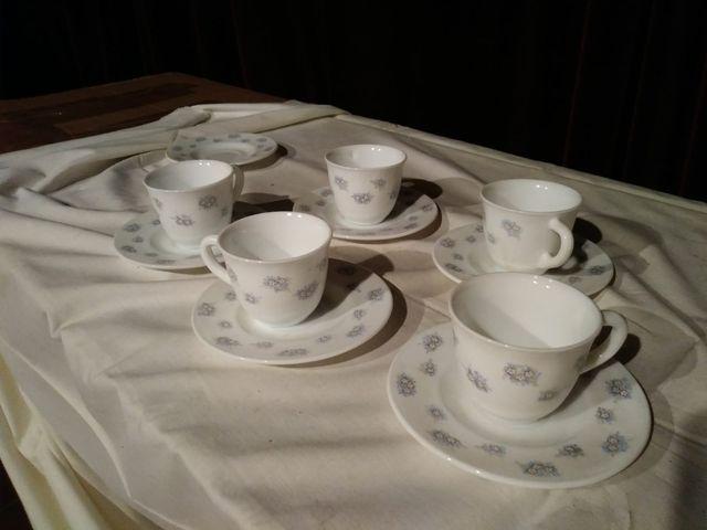 Juego bandeja y seis tazas con platos