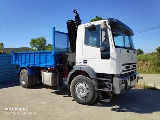camión Iveco grúa volquete
