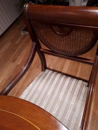 Vendo sillas clasicas, respaldo rejilla.