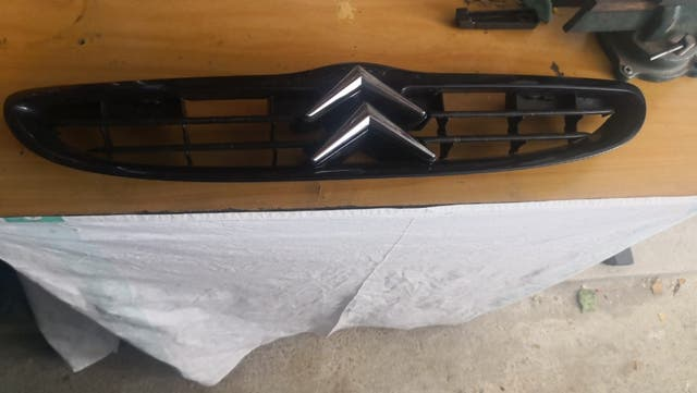 parrilla frontal Citroen saxo