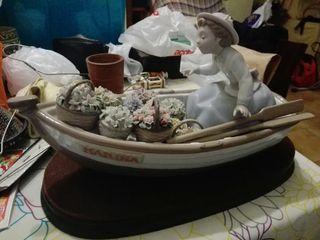 Figura lladró barca con flores
