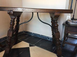 Mesa de madera con hierro forjado