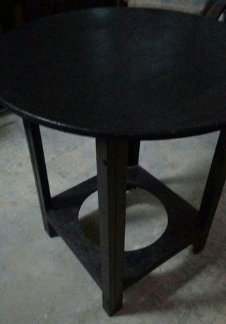 Mesa redonda y tres sillas