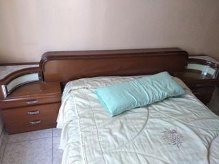 Cabecero de cama y cómoda vintage