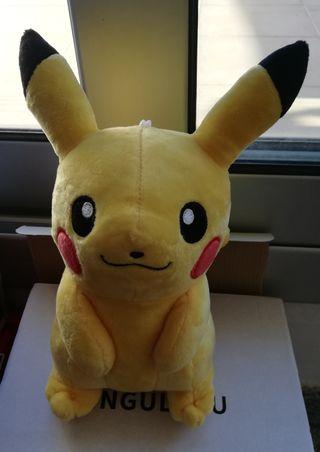 Peluche de Pikachu con ventosa. NUEVO