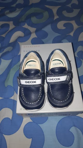 Zapatos niño marca GEOX de segunda mano por 15 € en Llíria