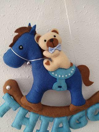 Móvil fieltro caballo bebés.