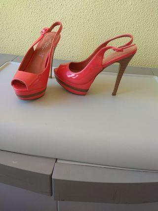 Zapatos tacón color coral