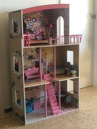 Casa de muñecas en perfecto estado