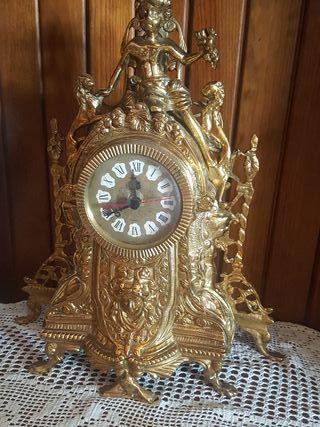 impresionante reloj de bronce