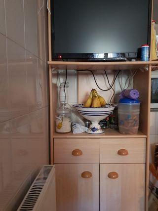 mueble de televisión para cocina.