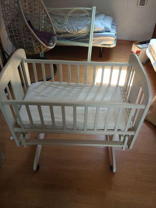 Cuna mecedora de bebé, marca Cosatto