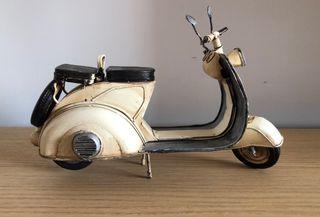 Moto adorno