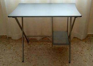 Mesa ordenador. Escritorio.