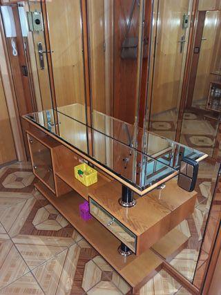 mueble y vitrina y 5 metros forrado de espejos