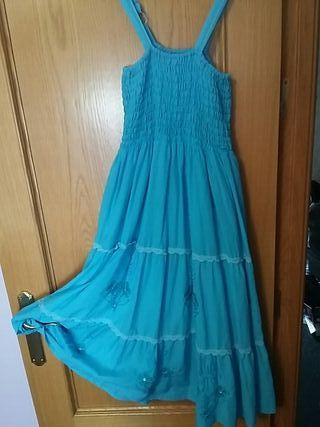 vestido azul veraniego.