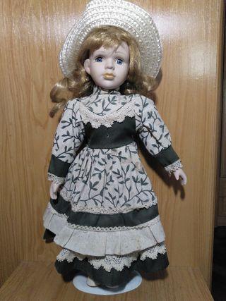 Vendo muñeca de porcelana