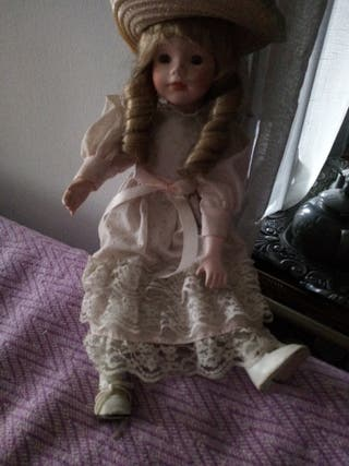 Antigua muñeca de porcelana