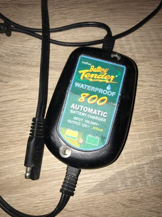 casco gafas cargador moto batería guantes harley