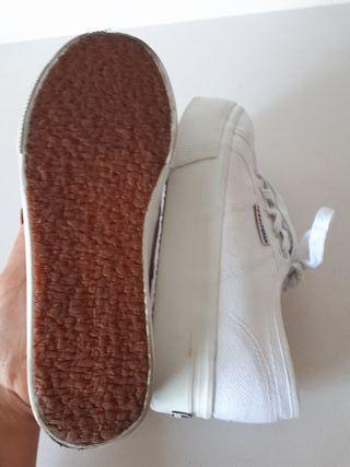 Zapatilla Blanca Superga plataforma. 35,5