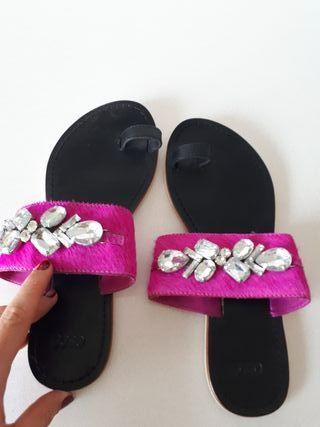 Sandalia dedo, piel rosa y Piedras. talla 37