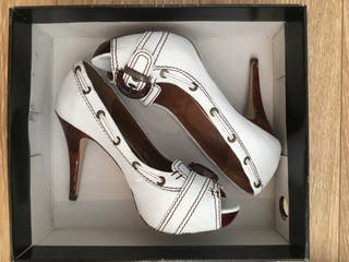 Zapatos Zara tacón segunda mano.