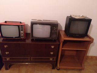 tres teles la roja de blanco i negro de 14pulgadas