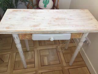 Mesa madera maciza decapada en beig y naranja