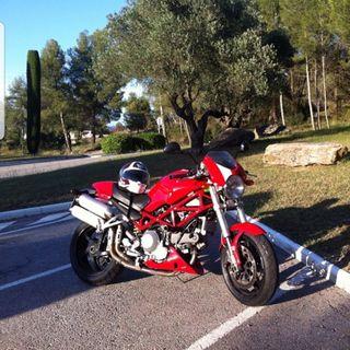 Ducati Monster S2R 1000 Red