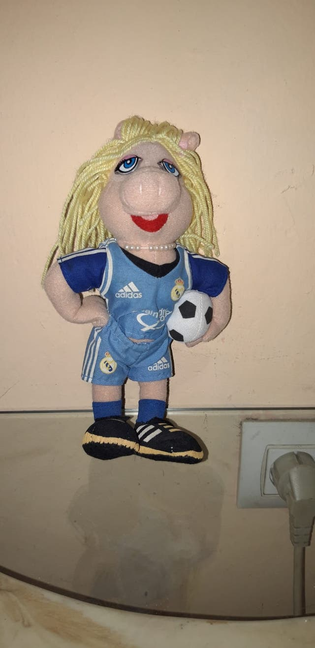 Peluche muñeco cerdita Peggy teleñecos R Madrid de segunda