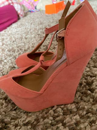 Brand new pink suede wedge shoes 3