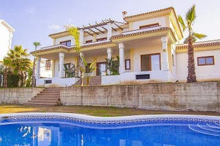 Villa en venta en Mijas