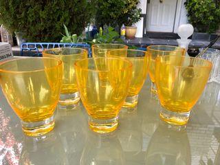 7 vasos de diseño plastico amarillo jardin