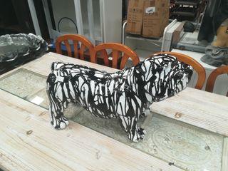 Figura Bulldog pintado diseño